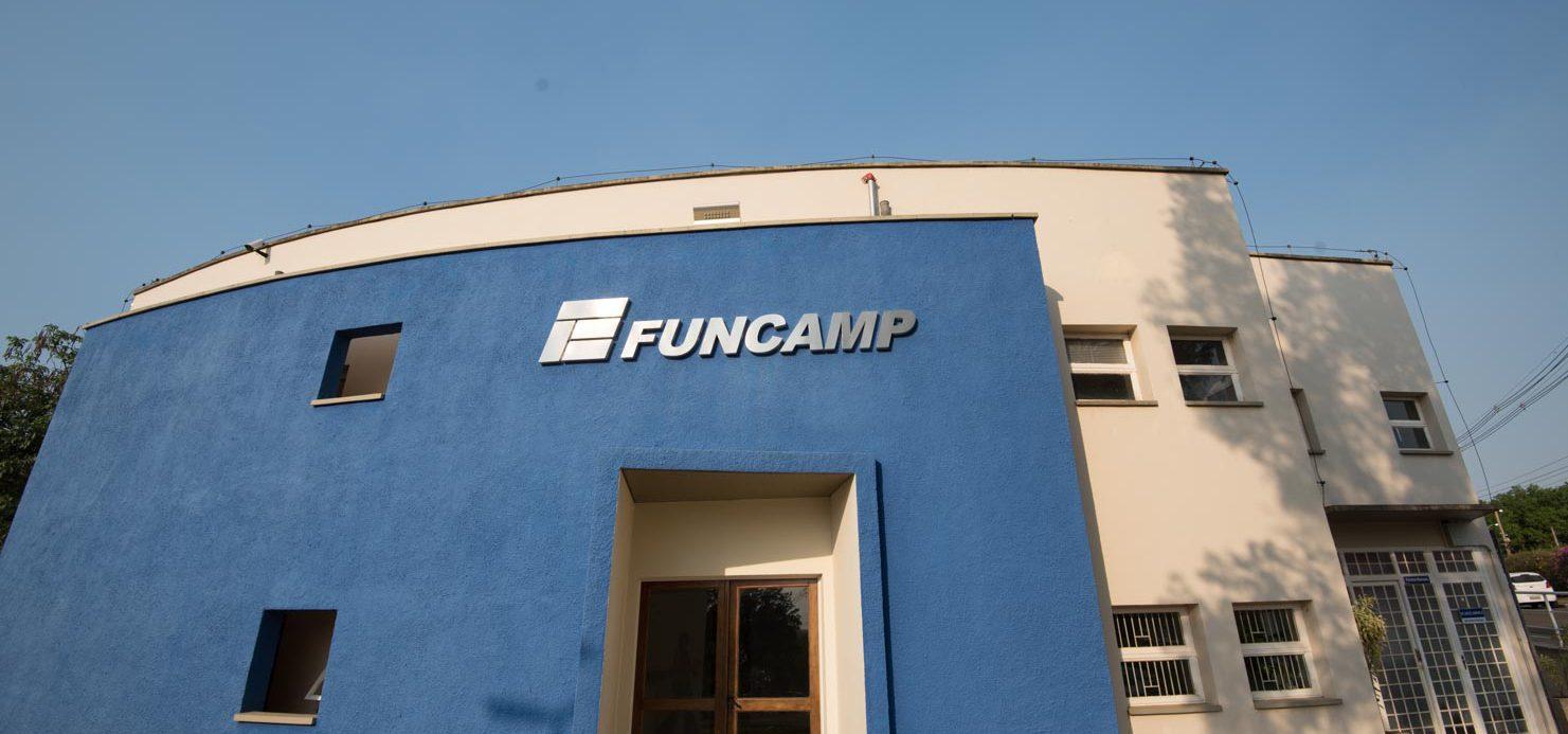 Frente do prédio administrativo da Funcamp